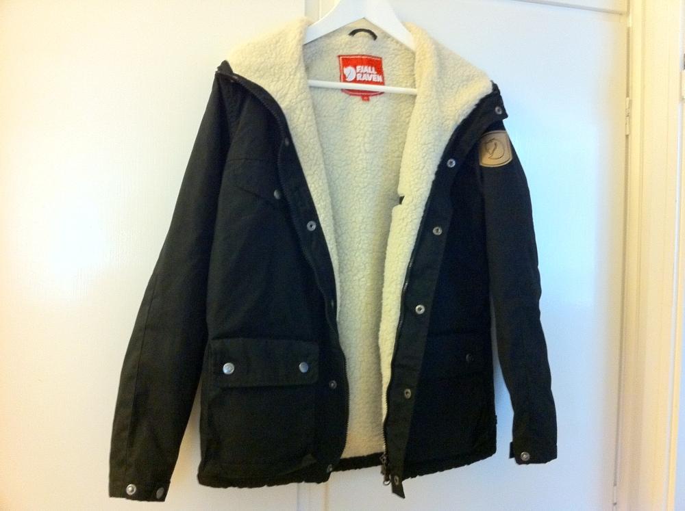 Dagens Shopping - 110917 - 2 - Länna Sport - Fjällräven Greenland Women Winter Jacket Black.  (1/2)