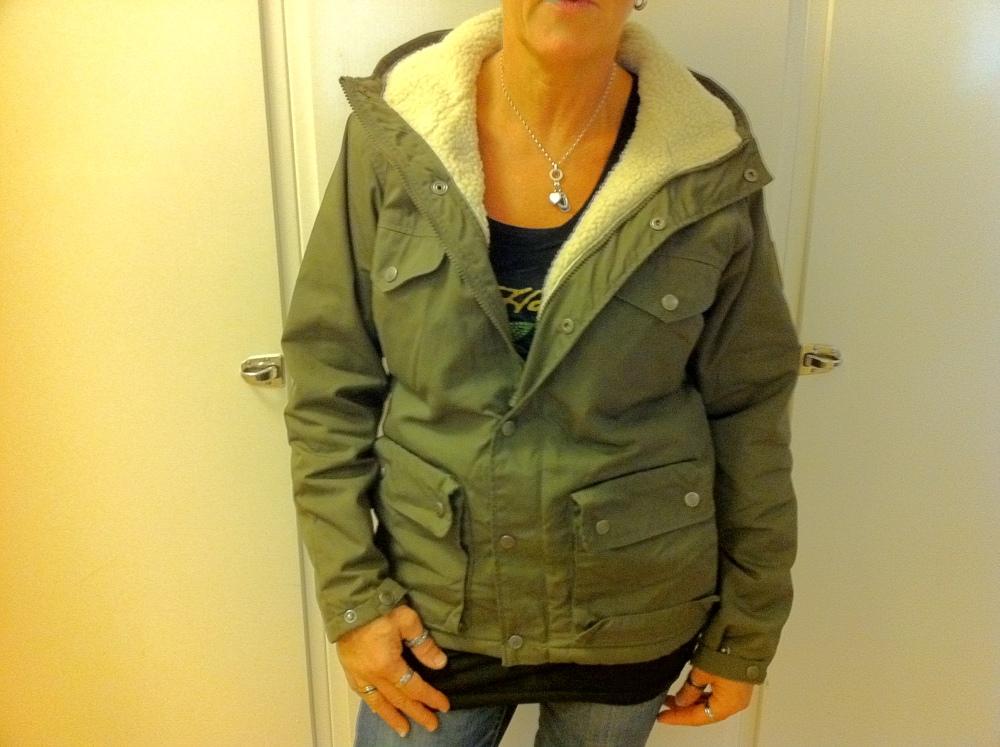 Dagens Shopping – 110918 – 1 – Länna Sport – Fjällräven Greenland Women Winter Jacket Green. (1/3)