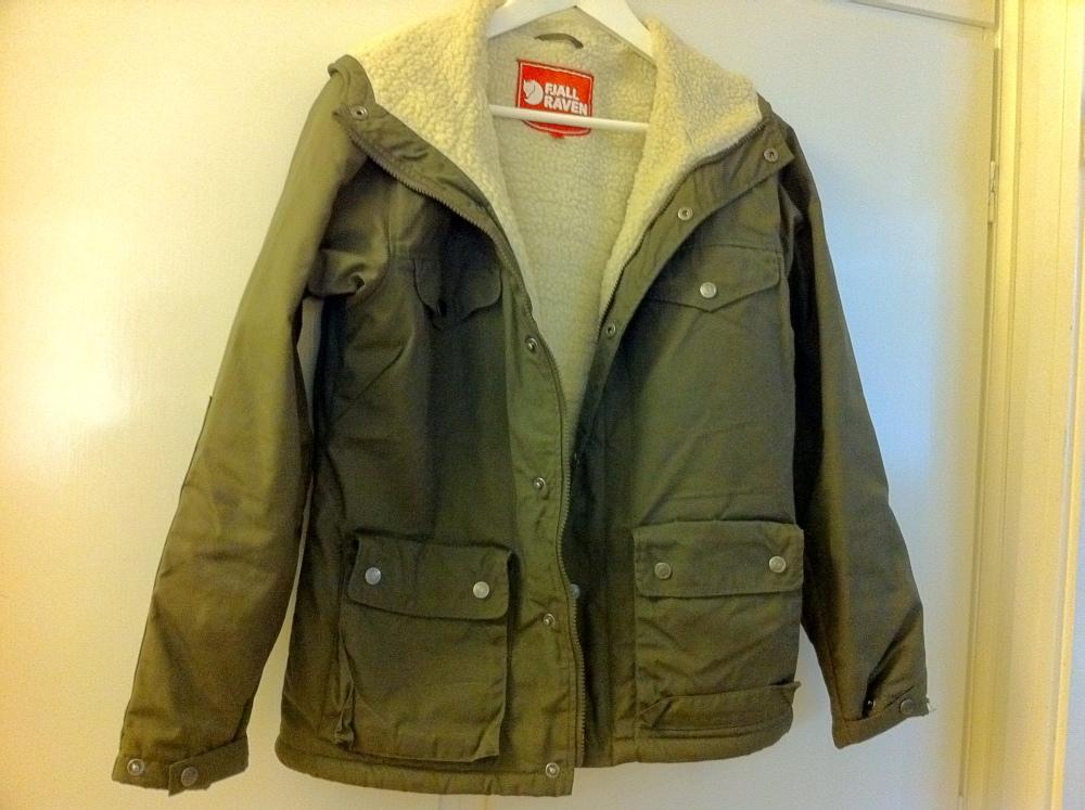 Dagens Shopping – 110918 – 1 – Länna Sport – Fjällräven Greenland Women Winter Jacket Green. (3/3)
