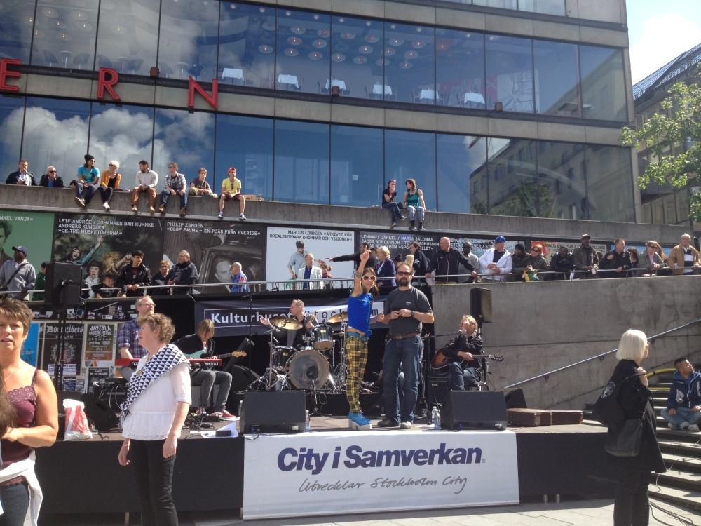 """""""Kör för alla!"""" – VT 2012 – Termin 7 – Konsert på Sergels Torg – 6 juni  (1/5)"""