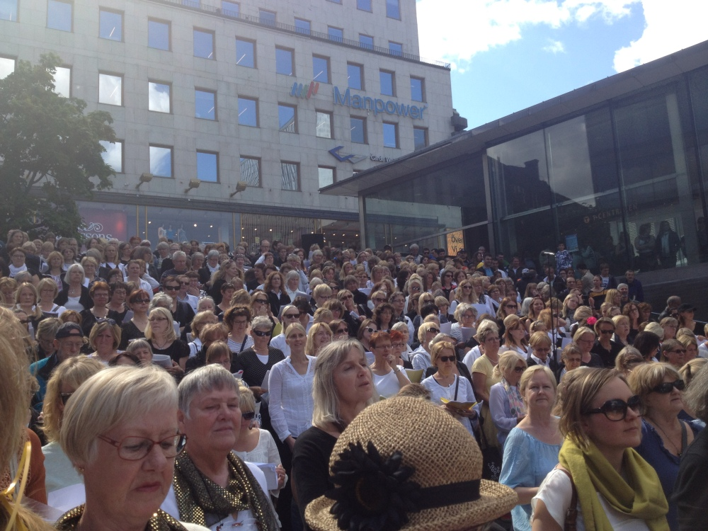 """""""Kör för alla!"""" – VT 2012 – Termin 7 – Konsert på Sergels Torg – 6 juni  (3/5)"""