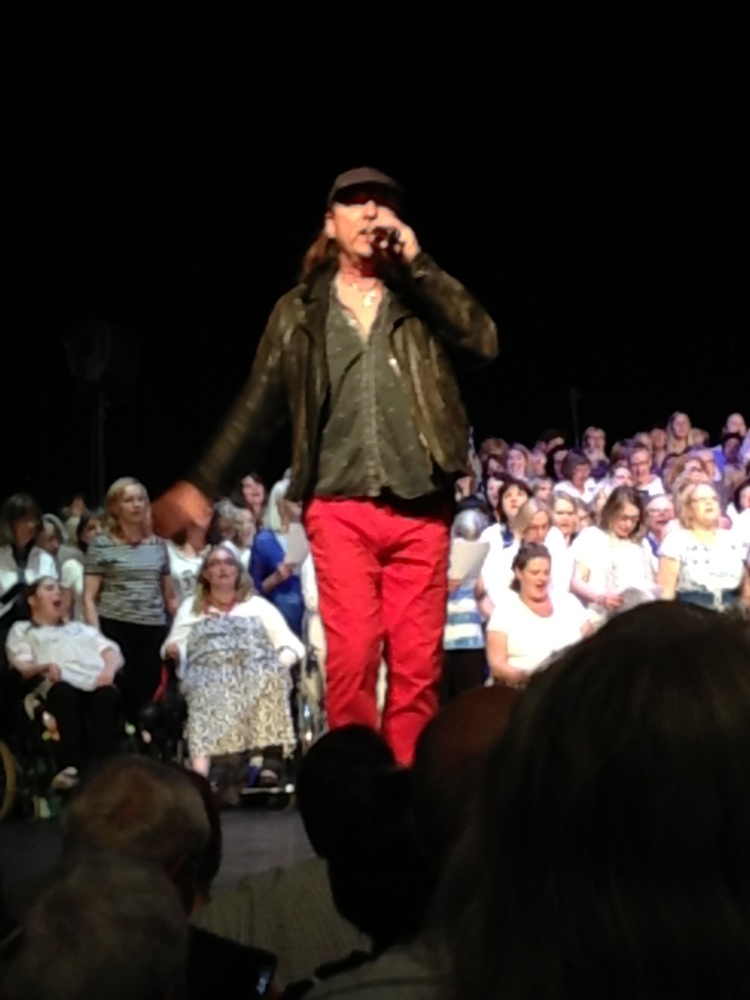 """""""Kör för alla!"""" – VT 2013 – Termin 9 – Konsert på Cirkus – 19 maj – Arton fotografier  (3/6)"""