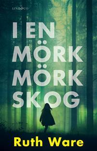 i-en-mork-mork-skog